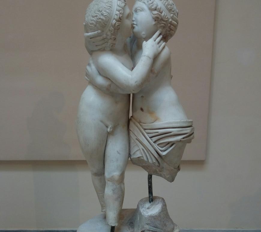"""""""Amantes entre la brisa marina que desprende el puerto de la antigua Roma"""""""